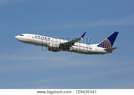 United Airlines Boeing 737-800 Airplane