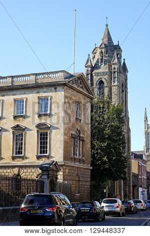 CAMBRIDGE, UK - SEPTEMBER 30: Cars sit in traffic near Peterhouse and Emmanuel United Reformed Church on Trumpington Street, Cambridge, England on September 30, 2015.