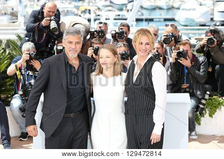 CANNES, FRANCE - MAY 12: George Clooney, Jodie Foster and Julia Roberts attend the 'Money Monster' photocall , 69th annual Cannes Film Festival at the Palais des Festivals on May 12, 2016 in Cannes