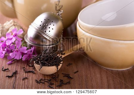 Dry Tea In Spoon In Front Of Tea Set
