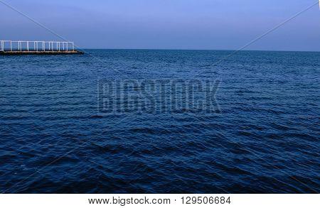 Одесское черное море. Фотография отлично передает движение волн.