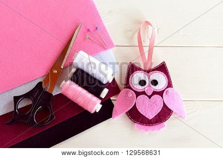 Felt owl. Cute children's toy. Felt sheets, scissors, thread, needles, pins - sewing kit. DIY concept
