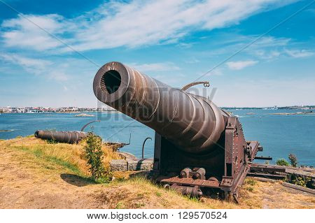 Historic Cannon At Suomenlinna, Sveaborg Maritime Fortress In Helsinki, Finland. Sunny Day With Blue Sky