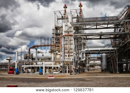 The unit of heat exchangers and columns for chemical reprocessing of crude oil