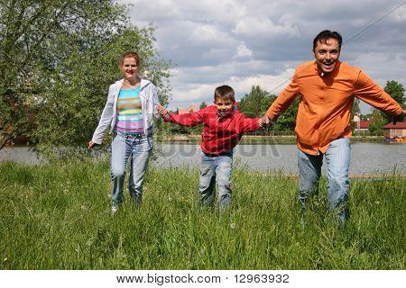 Familie ausgeführt