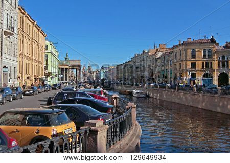 SAINT-PETESBURG, RUSSIA - SEPTEMBER 18, 2008: Griboyedov Canal. View of Church of the Savior on Spilled Blood (Spasa na Krovi) and Kazan Cathedral on Nevsky Prospekt, Saint-Peterburg, Russia. The canal was constructed in 1739