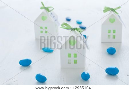shaped favors the house that contain confettiitaly