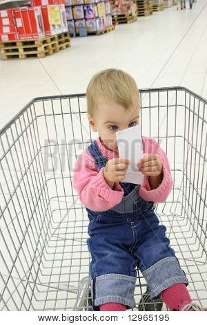 baby in shopingcart watch check