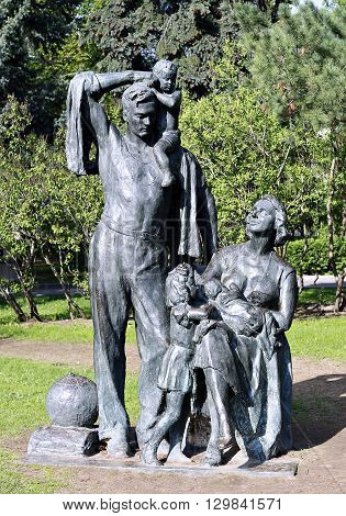 MOSCOW, RUSSIA - MAY 7, 2016: Monument to resting family with children in park at the Russian Exhibition Center in Moscow