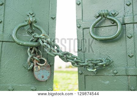 The image of lock on a gates