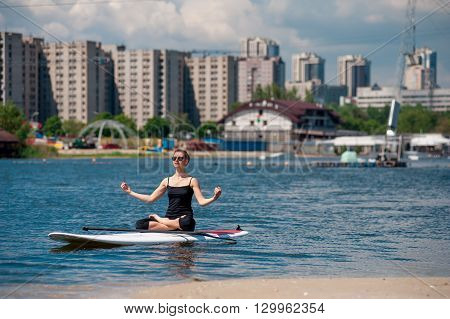Sup Athletic Girl Yoga Meditation04