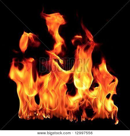 Feuer Flamme auf schwarzem Hintergrund isoliert