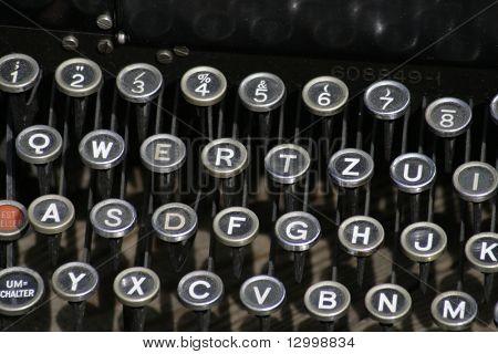 Alte staubige Schwarze farbige Tastatur
