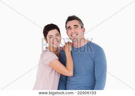 Lachend paar posieren vor einem weißen Hintergrund