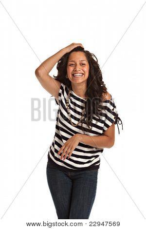 Feliz adolescente hispana Casual vestido en fondo blanco aislado