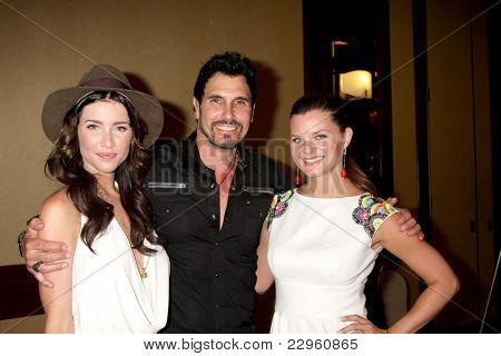 LOS ANGELES - AUG 27:  Jacqueline MacInnes Wood, Don Diamont, Heather Tom attending the Bold & The Beautiful Fan Event 2011 at the Universal Sheraton Hotel on August 27, 2011 in Los Angeles, CA
