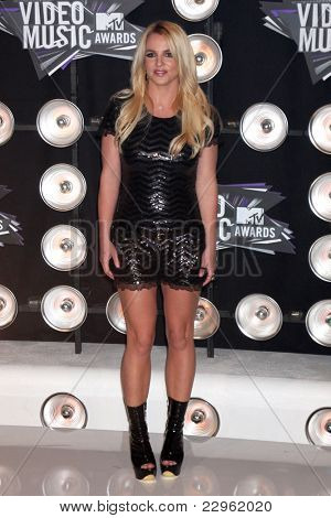 LOS ANGELES - 28 de AUG: Britney Spears arribando a 2011 MTV Video Music Awards en el Live de LA