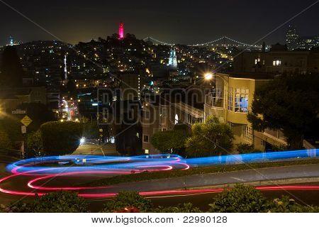 Visão noturna de Lombard Street
