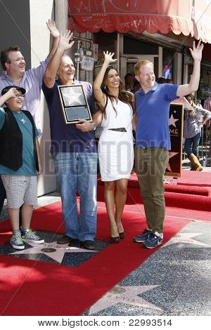 LOS ANGELES - AUG 30: Rico Rodriguez,Eric Stonestreet, Ed O'Neill, Sofia Vergara, Jesse Tyler Ferguson as Ed O'Neill receives a star on August 30, 2011 in Los Angeles, California