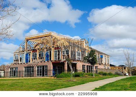 Construcción de casa nueva, de lujo con un diseño moderno