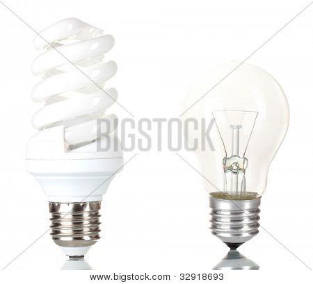Lâmpada de luz isolado no branco de poupança de energia