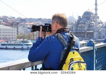 Man captures Goldenhorn