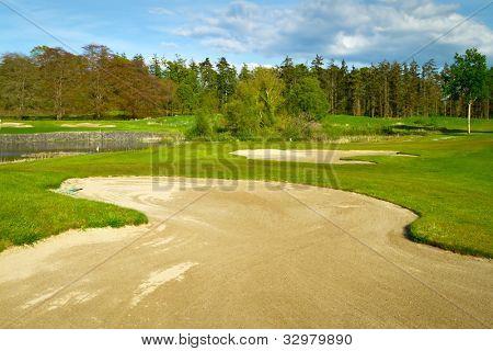 Irlandês de golfe idílico com restingas