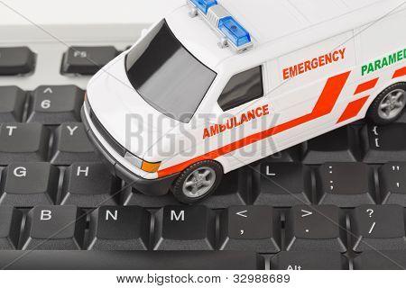 Teclado de computador e carro de médico