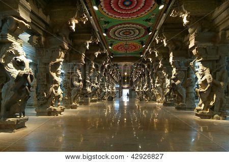 Inside of Meenakshi hindu temple