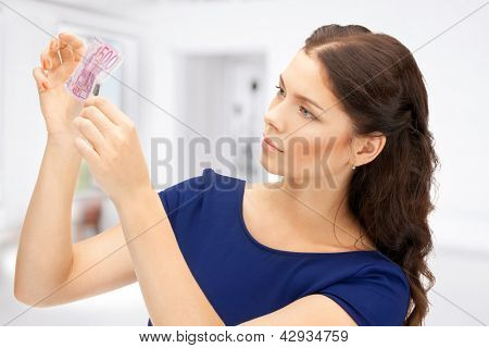 imagens de linda mulher com dinheiro do euro