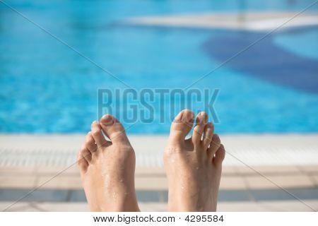 Pool Feet