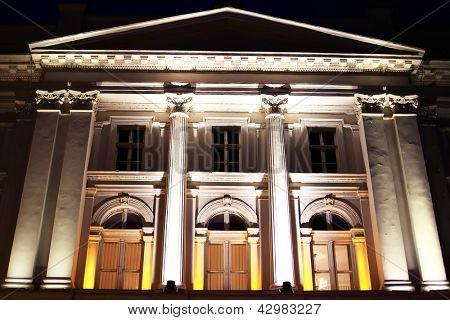 Ioan Slavici teatro - detalhe arquitetônico em Arad, Romania, Europa