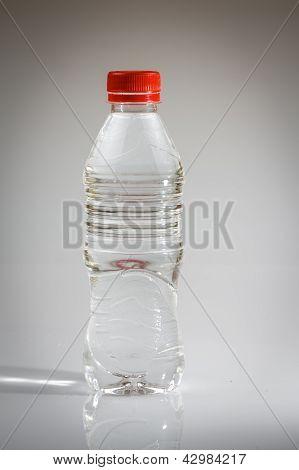 Garrafa de água vermelha