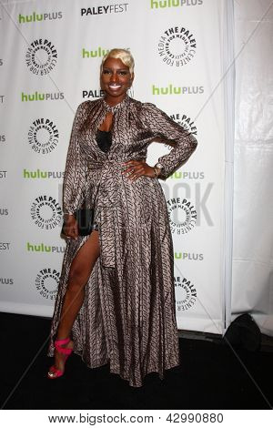 "LOS ANGELES - 6 de março: NeNe Leakes chega no evento PaleyFEST ""Novo Normal"" no Teatro Saban"