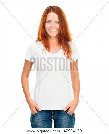 weißes T-shirt auf ein lächelnd mädchen mit perfekten Körper