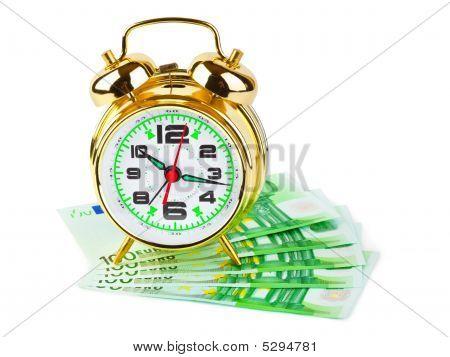 Reloj con alarma y dinero