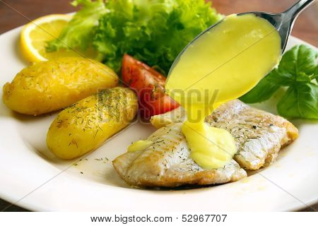 Pouring lemon sauce