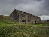 derelict farmhouse on yorkshire moors
