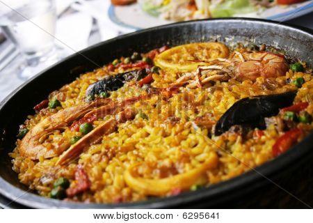 Paellea, Traditional Spanish Food