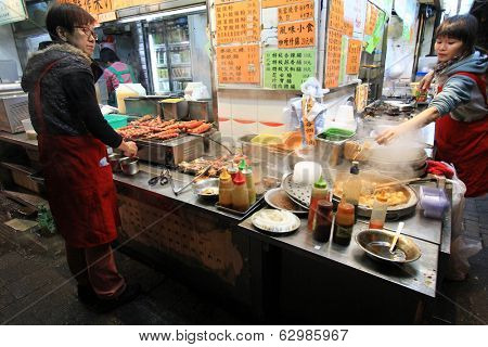 HONG KONG ISLAND, CHINA - JANUARY 2 : Street venders selling food at night on Lockhart Road in Hong Kong  on January 2, 2014