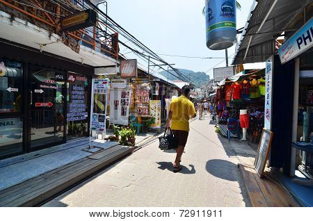 Krabi,thailand - April 14, 2014: The Tourist Visit Small Touristic Village At Phi Phi Island, Krabi