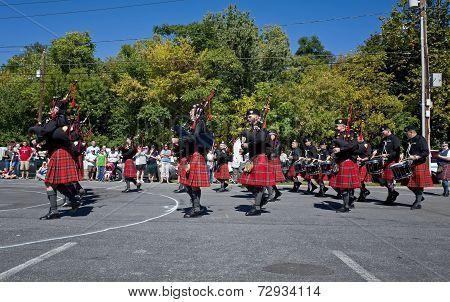 Bagpipes Marching