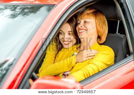 Mother with daughter in the red car