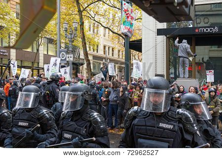 Portland Police Controlling Occupy Portland Protesters In Downtown Street