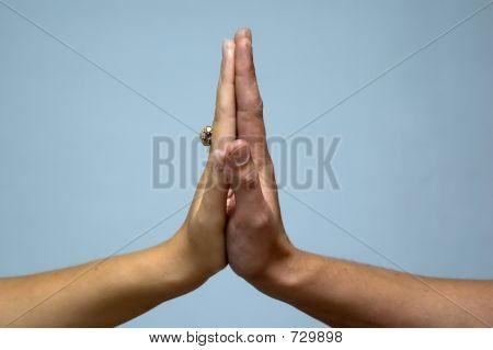 angeschlossenen Hände
