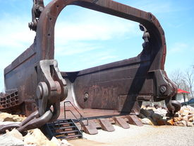 foto of musky  - This is the bucket of the biggest drag line machine in history - JPG