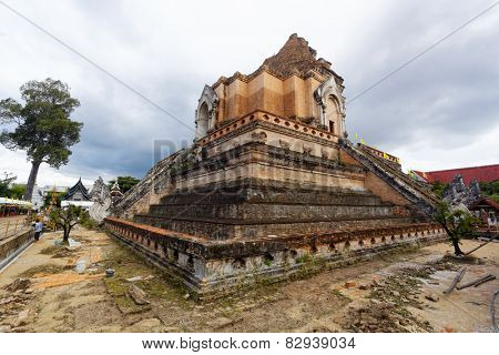 chedi luang temple in chiang mai