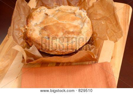 Torta de maçã paperbag no tabuleiro