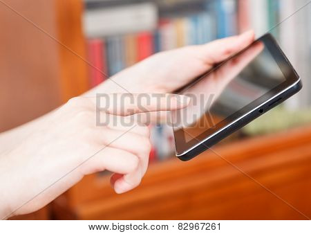 Finger Clicking Tablet Pc In Library