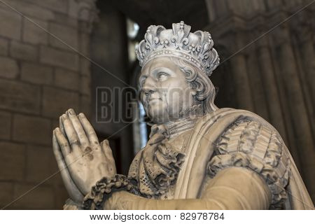 statue of king Louis XVI in  basilica of saint-denis